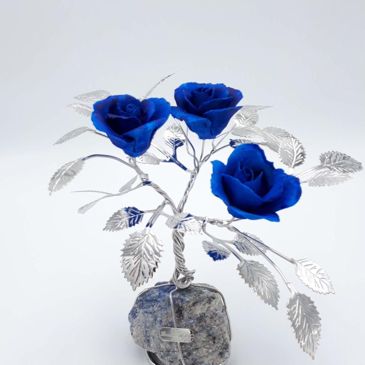 Albero Con Tre Rose Blu In Argento E Porcellana
